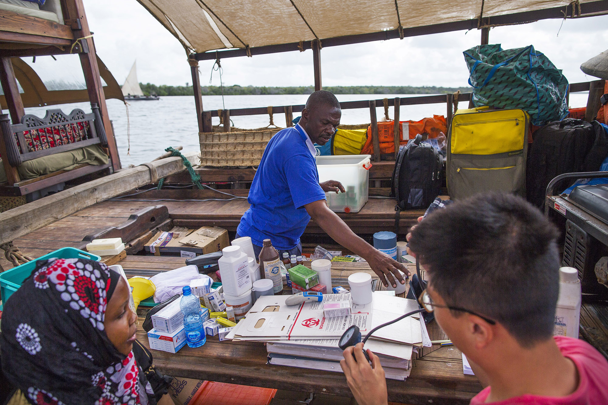 Nurse-Kalu-dentist-Medina-and-medical-student-Tony-are-preparing-medicines-for-the-next-clinic